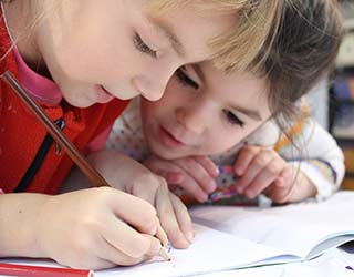 girls drawing pictures